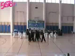 Танец белых и чёрных человечков))